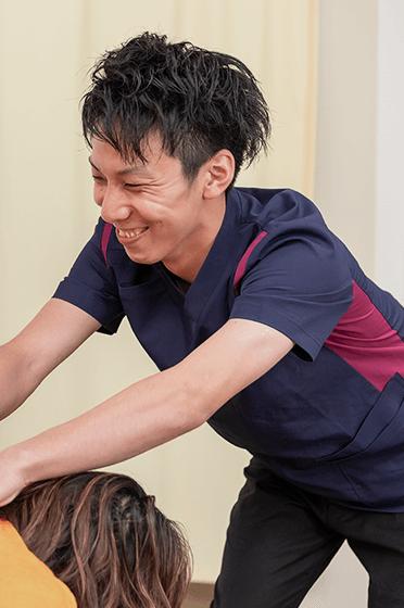 福岡市南区の「和整骨院」井尻院の柔道整復師による猫背矯正画像